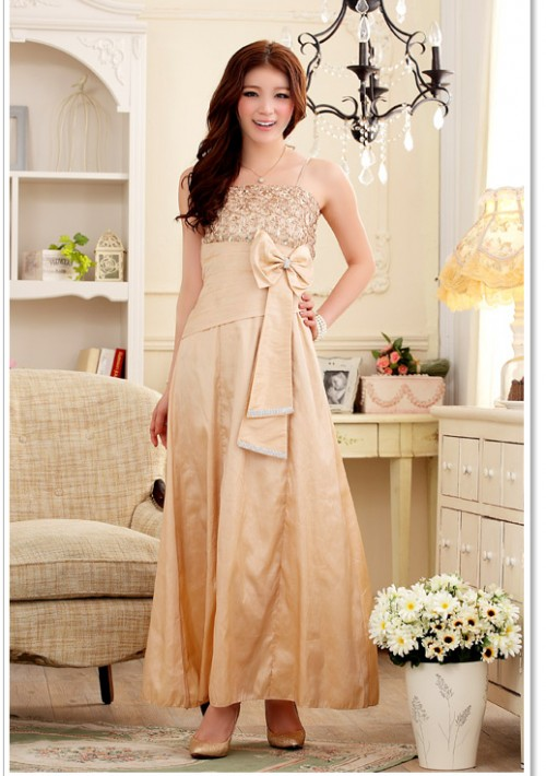 Langes Satin Abendkleid in Beige mit Blumenapplikation - günstig shoppen bei vipdress.de