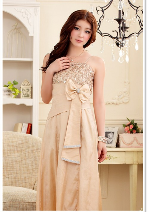 Langes Satin Abendkleid in Beige mit Blumenapplikation - günstig bei VIP Dress