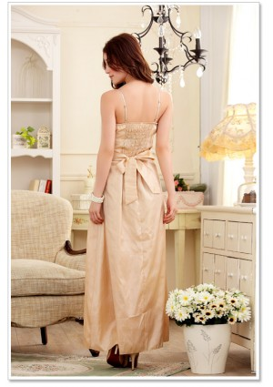 Langes Satin Abendkleid in Beige mit Blumenapplikation - bei VIP Dress online bestellen