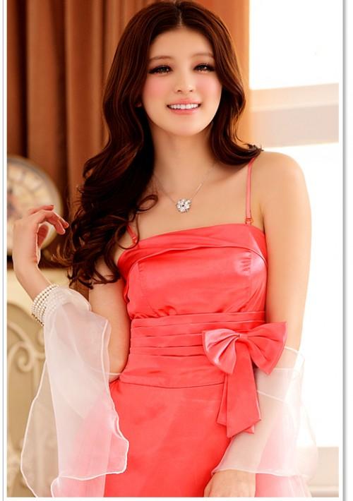 Abendkleid mit Glockenrock in rotem Satin - hier günstig online bestellen