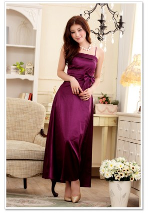 Stilvoll geschnittenes Abendkleid in Lila - bei vipdress.de günstig shoppen