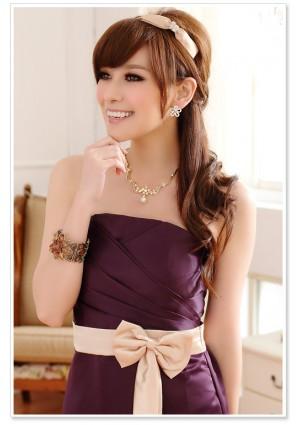 Langes Satin Abendkleid in Lila mit heller Schleife - bei VIP Dress online bestellen