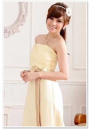 Beiges Satin Abendkleid mit Schleifen  - schnell und günstig bei VIP Dress