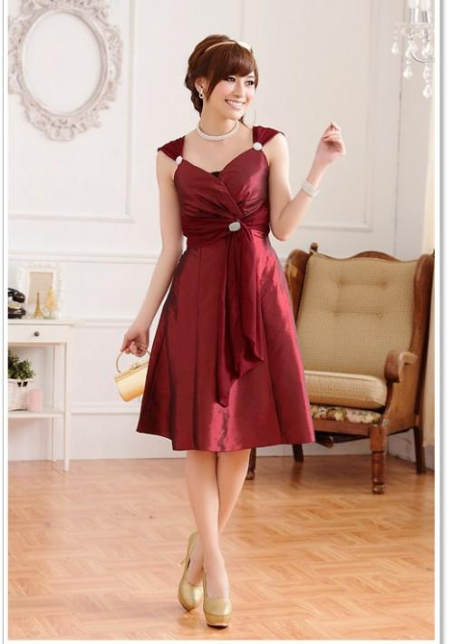 Cocktailkleid in elegantem Rot mit Strass-Broschen  - günstig bestellen bei VIP Dress