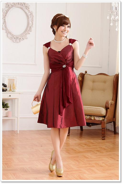 Cocktailkleid in Rot mit drapiertem Oberteil online kaufen ✮