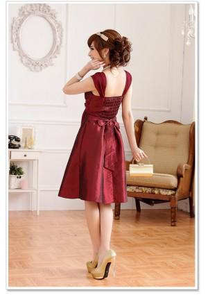 Cocktailkleid in elegantem Rot mit Strass-Broschen  - online bestellen bei vipdress.de