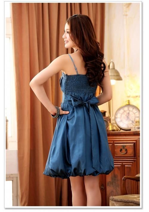 Filigran gestaltetes Cocktailkleid mit Raffung in Blau - günstig bestellen bei VIP Dress