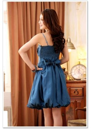 Filigran gestaltetes Cocktailkleid mit Raffung in Blau - schnell und günstig bei VIP Dress