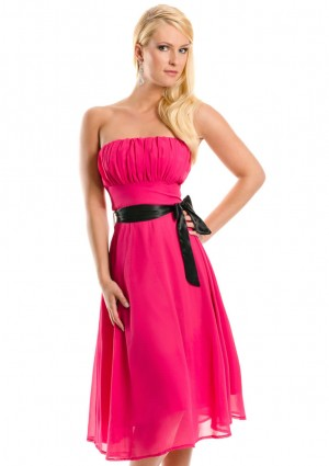 Cocktailkleid in Pink im Bandeau-Stil mit Schleife - <br /> <b>Notice</b>:  Undefined index: altTail in <b>/home/vipdress/public_html/tools/smarty/compile/3a21d04bf1b909ed03be781795539a91ac65494e.file.product.tpl.php</b> on line <b>264</b><br />