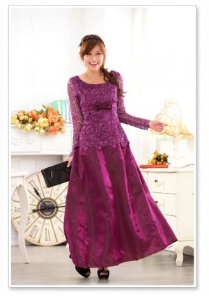 Satin-Abendkleid in Lila mit Spitze - hier günstig online bestellen