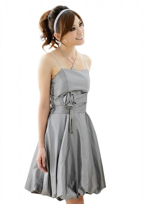 Abendkleid in Grau mit Ballonrock und Blütenapplikation - günstig shoppen bei vipdress.de
