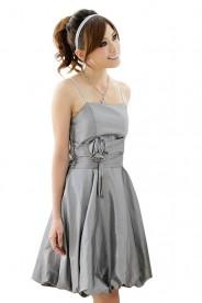 Abendkleid in Grau mit Ballonrock und Blütenapplikation