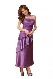 Langes Abendkleid in Lila mit Zierblumen