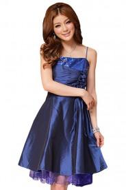 Elegantes Abendkleid in Blau mit kurzem Schnitt