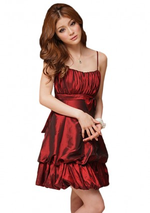 Schimmerndes Cocktailkleid mit Raffung und Schleife in Bordeaux Rot  - <br /> <b>Notice</b>:  Undefined index: altTail in <b>/home/vipdress/public_html/tools/smarty/compile/3a21d04bf1b909ed03be781795539a91ac65494e.file.product.tpl.php</b> on line <b>264</b><br />