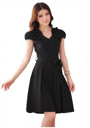 Schwarzes Abendkleid mit Vintage-Flair -