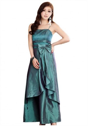 Langes Abendkleid in grünem Satin  -