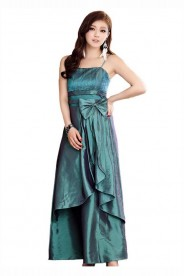 Langes Abendkleid in grünem Satin