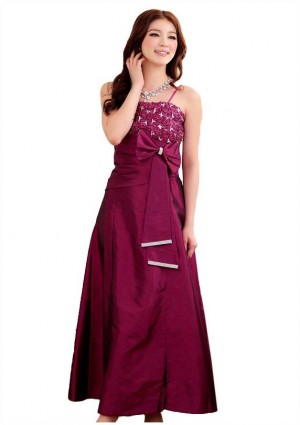 Langes Satin-Abendkleid in Himbeer -