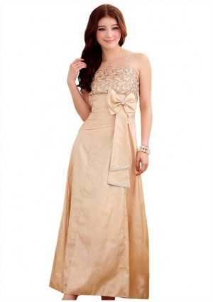 Langes Satin Abendkleid in Beige mit Blumenapplikation - <br /> <b>Notice</b>:  Undefined index: altTail in <b>/home/vipdress/public_html/tools/smarty/compile/3a21d04bf1b909ed03be781795539a91ac65494e.file.product.tpl.php</b> on line <b>264</b><br />