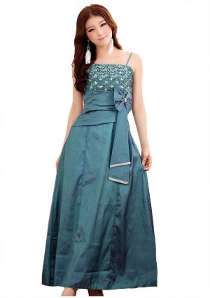 Glamour-Abendkleid in Grün - <br /> <b>Notice</b>:  Undefined index: altTail in <b>/home/vipdress/public_html/tools/smarty/compile/3a21d04bf1b909ed03be781795539a91ac65494e.file.product.tpl.php</b> on line <b>264</b><br />