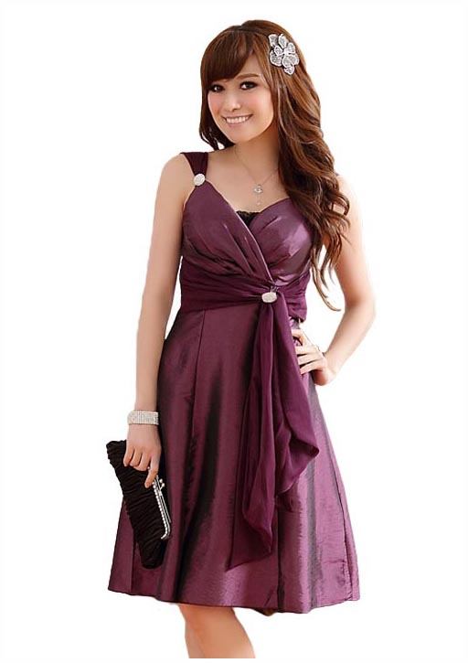 best sneakers 2e513 3f5e1 Glamouröses Kleid mit drapiertem Oberteil in Lila ✿