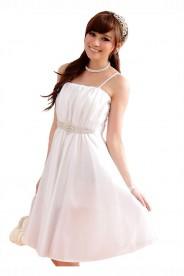 Abendkleid in Weiß mit edel wirkenden Strassbesatz