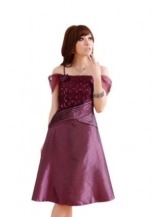 Cocktail-Kleid aus Satin in Lila mit Pailletten -
