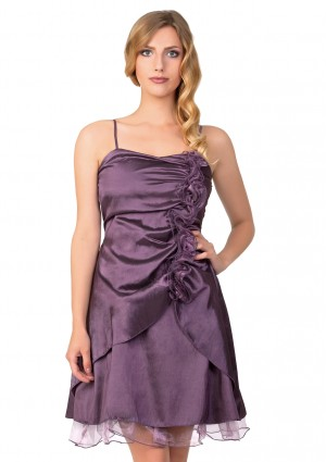 Cocktailkleid in Lila mit Rüschenzierde - <br /> <b>Notice</b>:  Undefined index: altTail in <b>/home/vipdress/public_html/tools/smarty/compile/3a21d04bf1b909ed03be781795539a91ac65494e.file.product.tpl.php</b> on line <b>264</b><br />