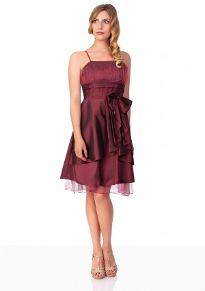 Kurzes Abiballkleid in Rot mit Tüllabsatz und Schleife - hier günstig online bestellen