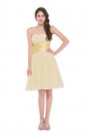 Schickes kurzes Abendkleid ohne Träger in Pastell-Gelb