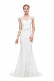 Langes Abendkleid in weißer Spitze