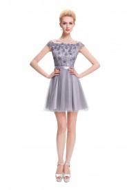 Elegantes, kurzes Abendkleid mit Paillettenbesatz in zartem Grau