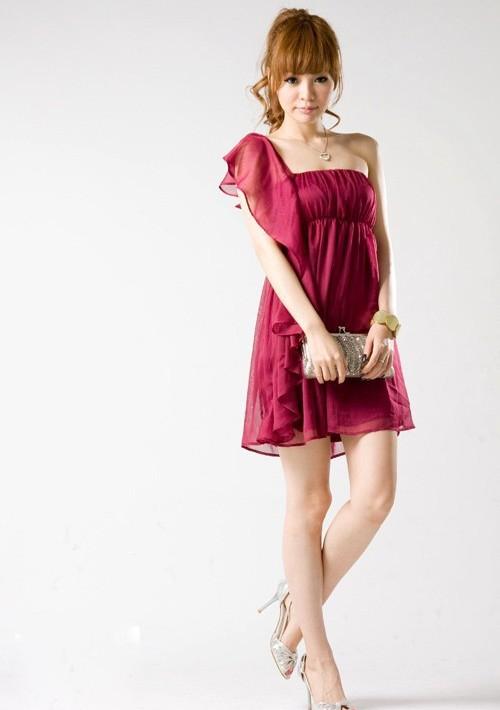 Chiffonkleid mit Volant und One-Shoulder-Schnitt in Rot - hier günstig online bestellen