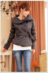 Trendige Damenjacke in Schwarz mit passendem Taillengürtel