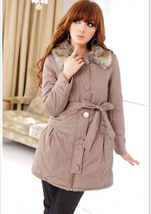 Damenjacke mit Fake-Pelzkragen in Beige - <br /> <b>Notice</b>:  Undefined index: altTail in <b>/home/vipdress/public_html/tools/smarty/compile/3a21d04bf1b909ed03be781795539a91ac65494e.file.product.tpl.php</b> on line <b>264</b><br />