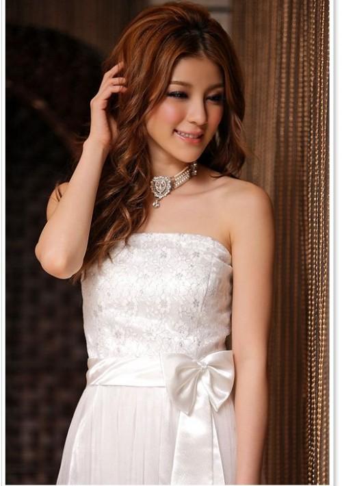 Abiballkleid in Weiß mit Tüll und Stickblumen - günstig bestellen bei VIP Dress