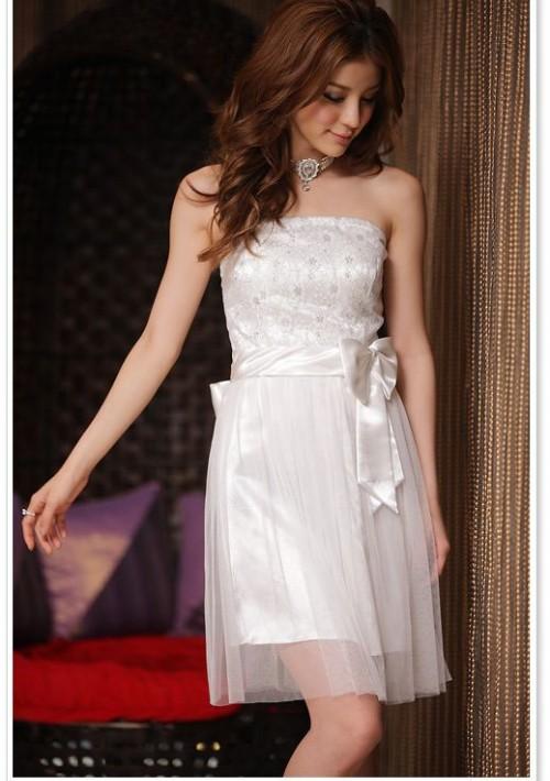 Abiballkleid in Weiß mit Tüll und Stickblumen - günstig bei VIP Dress