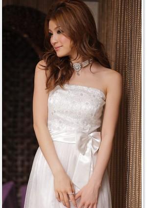 Abiballkleid in Weiß mit Tüll und Stickblumen - bei vipdress.de günstig shoppen