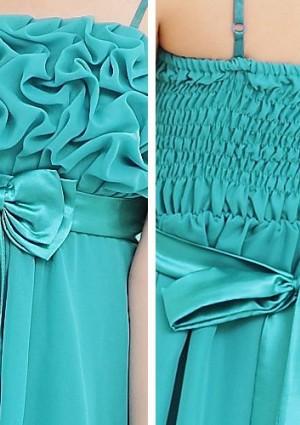 Grünes Abendkleid mit auffälligen Raffungen und Schleifen - hier günstig online bestellen