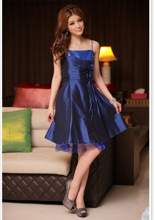 Elegantes Abendkleid in Blau mit kurzem Schnitt - online bestellen bei vipdress.de