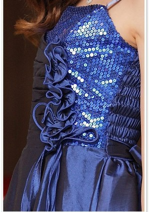 Elegantes Abendkleid in Blau mit kurzem Schnitt - hier günstig online bestellen