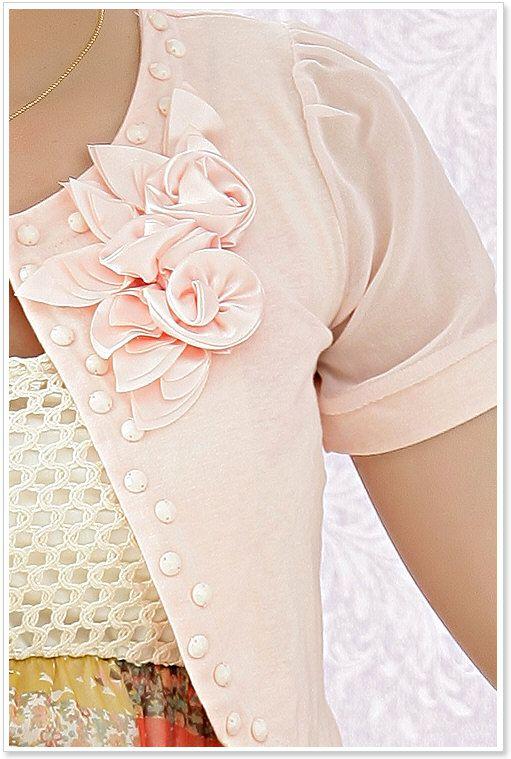 eleganter bolero mit blumenbl te in rosa. Black Bedroom Furniture Sets. Home Design Ideas