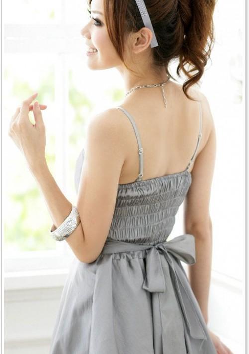 Abendkleid in Grau mit Ballonrock und Blütenapplikation - hier günstig online bestellen