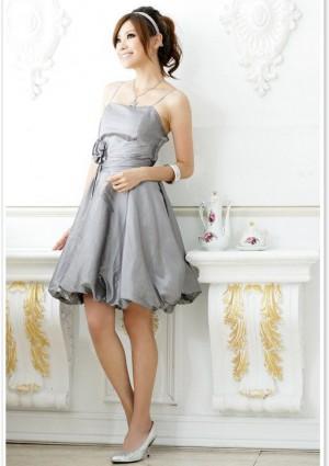 Abendkleid in Grau mit Ballonrock und Blütenapplikation - schnell und günstig bei VIP Dress
