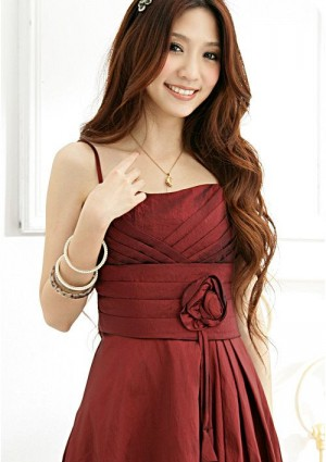 Satinkleid in Rot mit Dekoblume - günstig bei VIP Dress