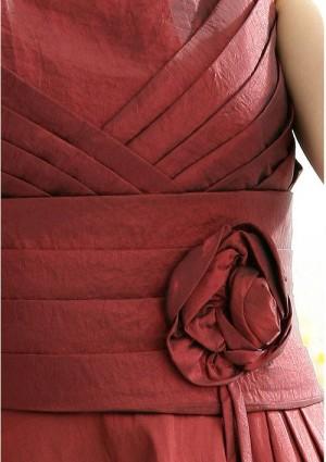 Satinkleid in Rot mit Dekoblume - hier günstig online bestellen