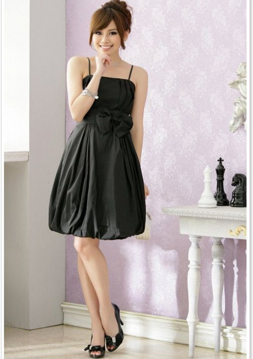 Ballkleid in schwarzem Satin mit Ballonrock und Zierschleife - hier günstig online bestellen