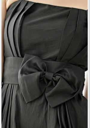 Ballkleid in schwarzem Satin mit Ballonrock und Zierschleife - bei VIP Dress online bestellen