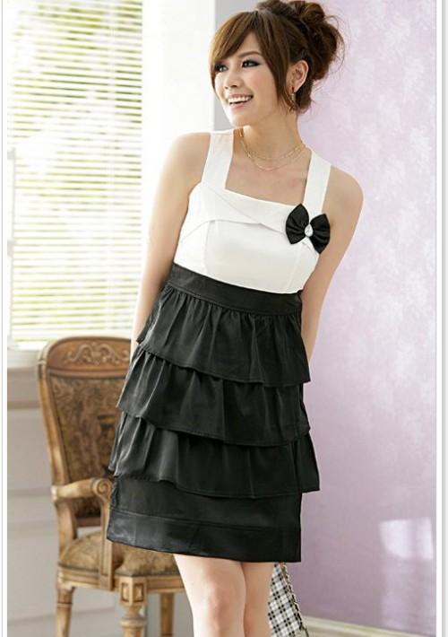 Satin Abendkleid in Schwarz mit Strasssteinen und Stufenlook - hier günstig online bestellen